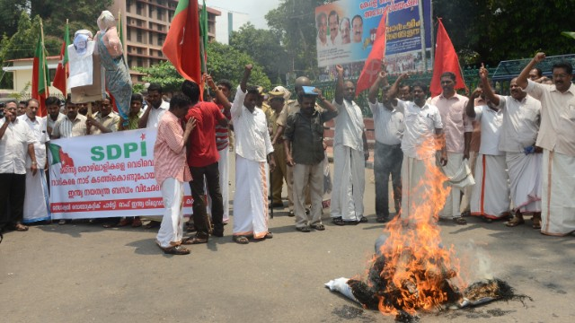 Keralan fishermen burn an effigy of the Indian prime minister on March 13 in protest of the government's handling of the situation.