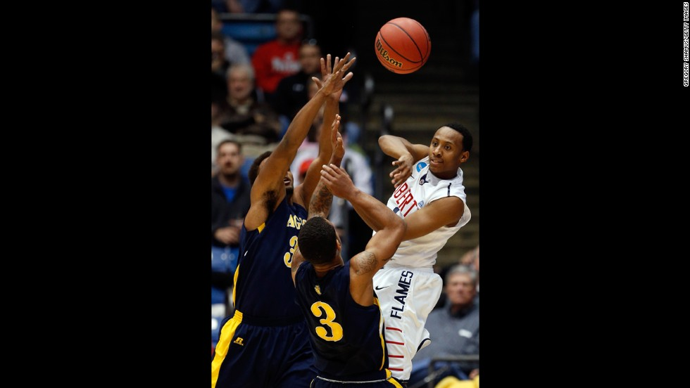 Davon Marshall of Liberty passes the ball during the first half against N.C. A&T on March 19.