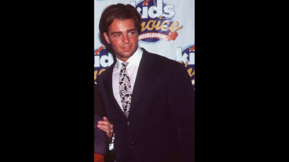 With his puppy dog eyes and luscious hair, Joey Lawrence was a constant presence in teen magazines in the