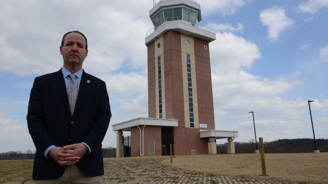 Nearly 200 air traffic towers to close