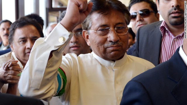 Musharraf returns home despite threats