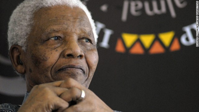 Former South African president and Nobel peace prize laureate Nelson Mandela joins guests at his home in Cape Town, on August 20, 2008 to celebrate his 90th birthday year, at an event organised by the Mandela Rhodes Foundation (RODGER BOSCH