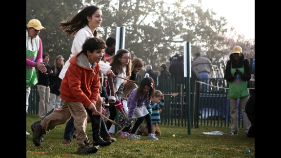 Children roll eggs on the South Lawn.