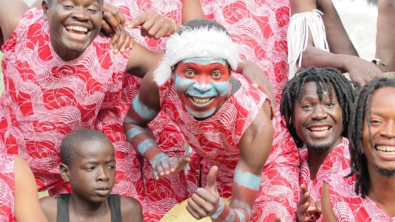 The charity organizes outreach events and workshops to help vulnerable kids participate in creative activities. Barefeet uses theater, music, dance and storytelling as tools to help vulnerable children.