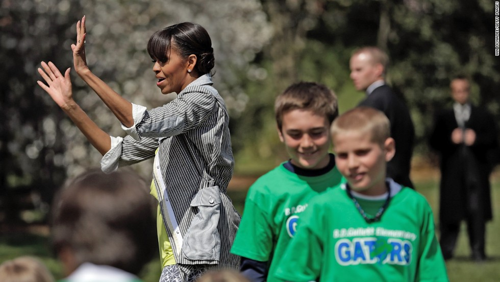 Obama says goodbye to the students after their day in the garden.