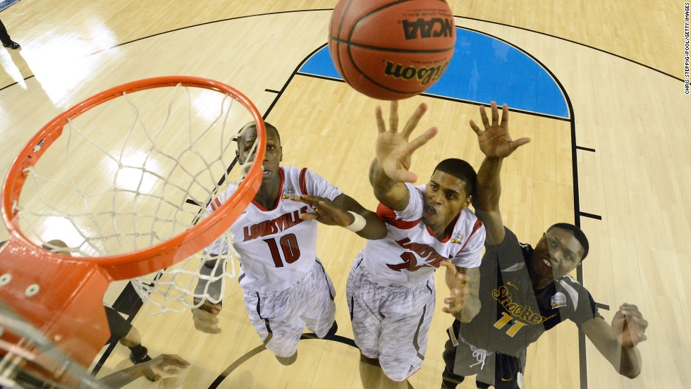 Chane Behanan of Louisville, center, reaches for the ball against Cleanthony Early, left, of Wichita State.