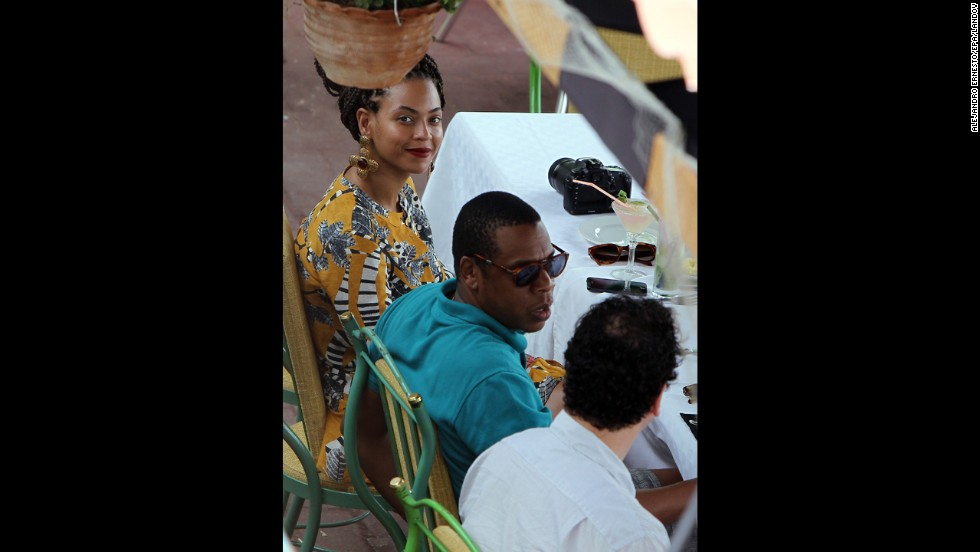 The couple have lunch at a restaurant in the old downtown of Havana on Thursday.