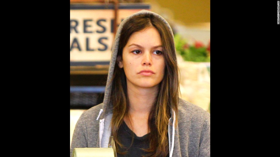 Actress Rachel Bilson goes grocery shopping sans makeup in Hollywood, California, on July 13, 2012.
