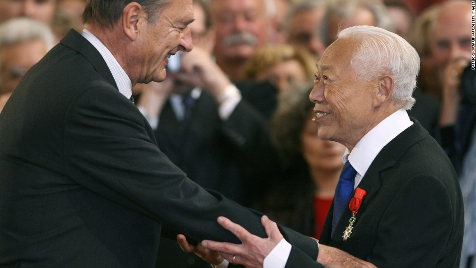 French President Jacques Chirac (L) gives the insignia of the 'Grand Officier de la Legion d'honneur' (Legion of Honor) to Zao Wou-ki at the Elysee Palace in Paris in November 2006.