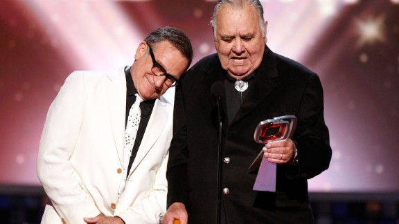 "Robin Williams honors Winters on the TV Land Awards in 2008. Williams has often credited Winters as a big influence. They starred together on the sitcom ""Mork & Mindy."""