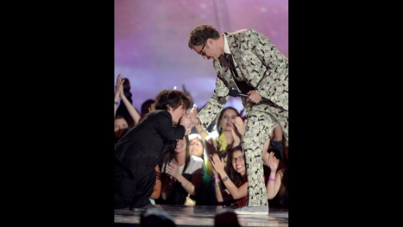 Peter Dinklage presents Will Ferrell with the Comedic Genius Award, paying his respects when the actor took the stage in a three-piece suit with a money motif.