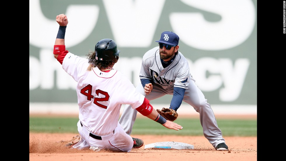 Ryan Roberts of Tampa Bay tags Boston's Jarrod Saltalamacchia out at second base to end the seventh inning.