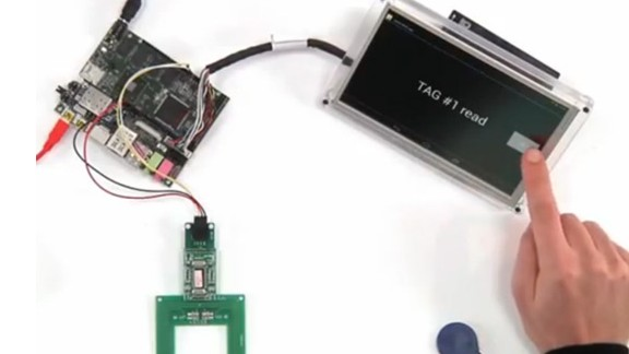 The UDOO board runs on Android and Linux and supports accessories and sensors such as a touch display and the RFID reader.