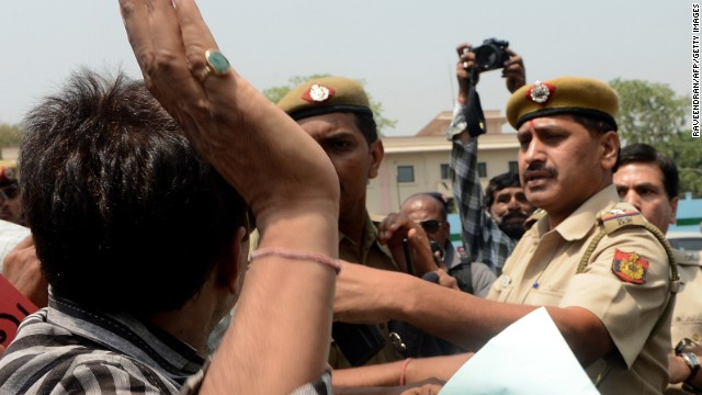Protesters confront police in New Delhi