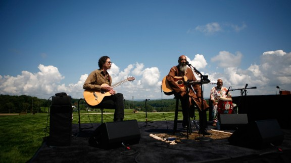 """Havens, center, reprises his 1969 performance of """"Freedom"""" at the site of the original Woodstock music festival in Bethel, New York, on August 14, 2009."""