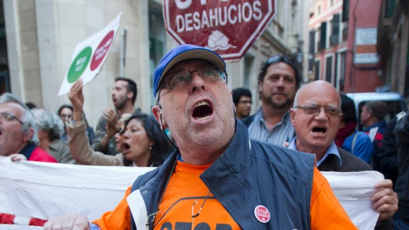 Anti-eviction activists protest against the government's eviction laws in Mallorca on April 23, 2013.