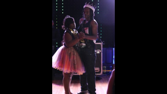 "The 2013 prom queen Mikeria Martin and king Larry Munford Jr. danced to ""I"