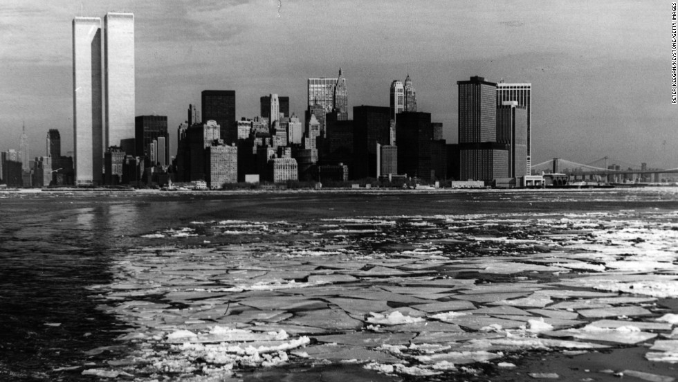 In the winter of 1976-77, ice formed on the Hudson River during New York's coldest January in eight years, with temperatures dropping to -8 degrees Fahrenheit, a 40-year low. The twin towers shone in the background.