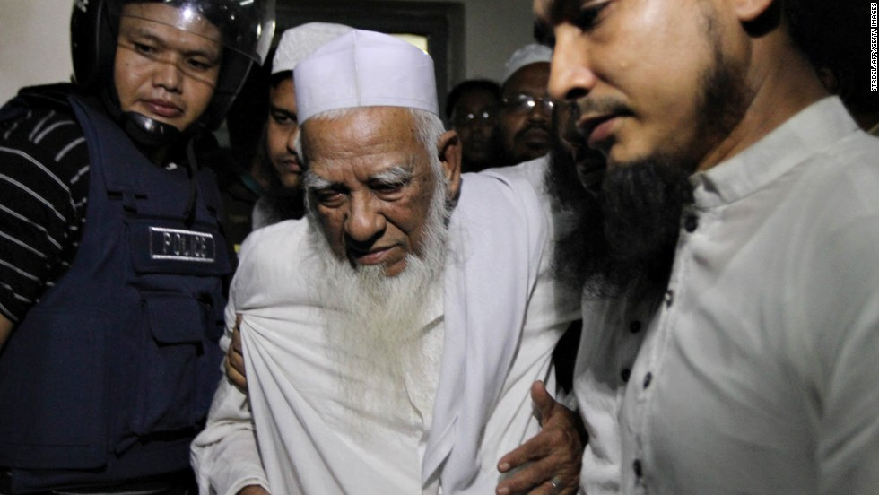 Bangladeshi police escort Allama Shah Ahmad Shafi, an Islamic leader and Hefazat-e-Islam movement veteran, from Dhaka on May 6.
