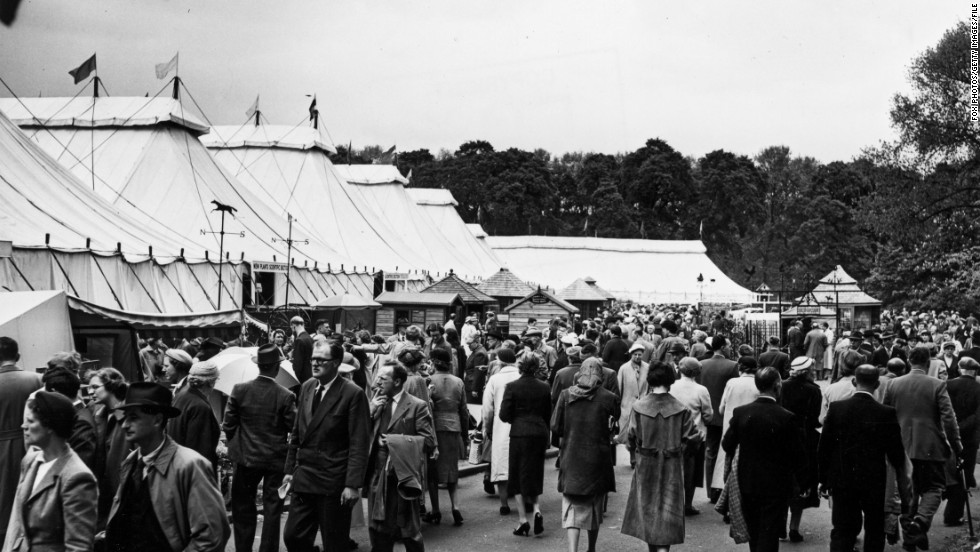 Chelsea Flower Show was a fashionable place to be seen in 1958 as it is today.