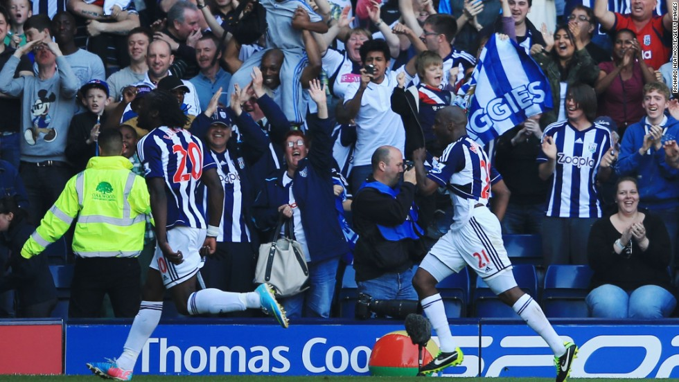 Romelu Lukaku spoiled Alex Ferguson's farewell with a hat-trick as WBA hit back to draw 5-5 with Manchester United.