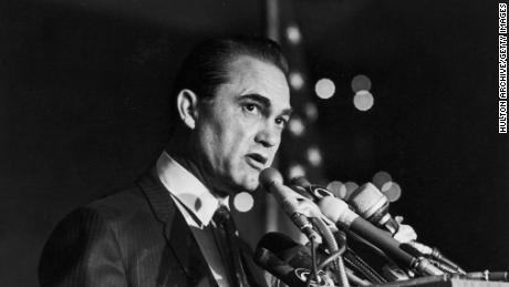 25th October 1968: Alabama Governor George Wallace makes a speech at a fund-raising dinner held at the American Hotel, New York City. (Photo by Hulton Archive/Getty Images)