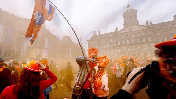 Dutch celebrating the investiture of the country