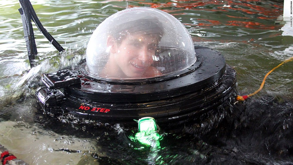 New Jersey teenager Justin Beckerman has constructed a working one-man submarine out of spare parts and discarded objects.