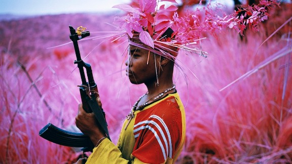 Throughout last year, Mosse and his collaborators Trevor Tweeten and Ben Frost traveled in eastern Democratic Republic of Congo, infiltrating armed militia in an area plagued by violence.