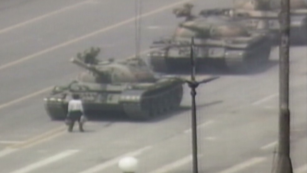 1989: Man vs. tank in Tiananmen square