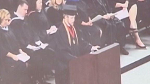 dnt valedictorian prays in graduation speech_00000126.jpg