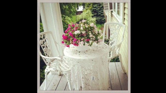A cozy spot for tea is how iReporter and photographer Susan Boyle likes to think of her small front porch. Vintage style and an air of romance -- she used colors from her wedding bouquet to dress the porch this year -- greet her as she sips her morning coffee and watches her kids walk off to school, she said.