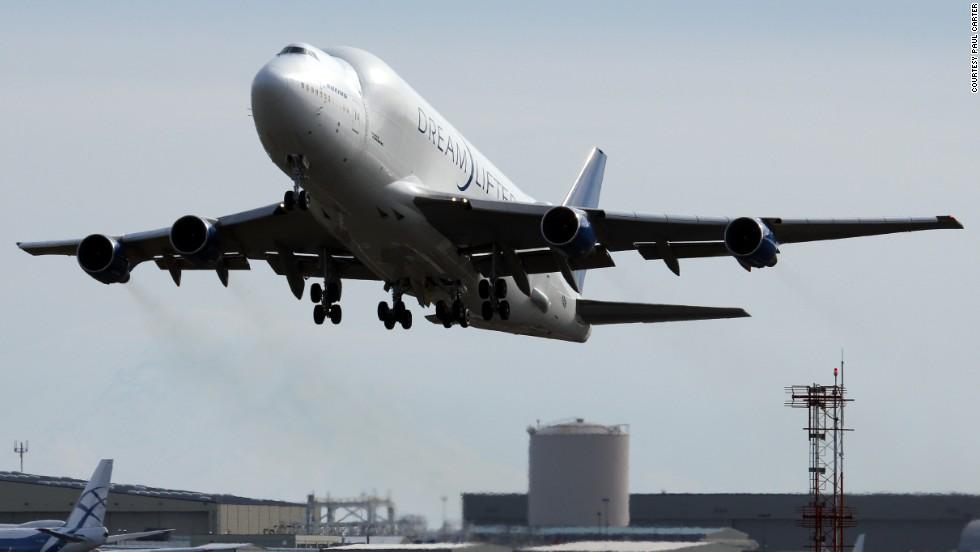 JAL Dreamliner lands on one engine after oil pressure