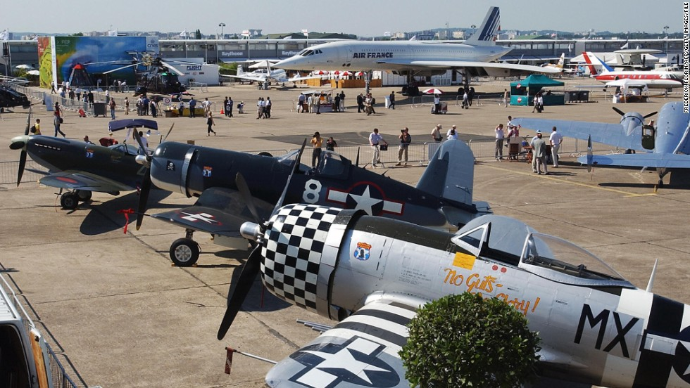 WWII fighter aircraft steal the show at the 2003 International Airshow in Paris.