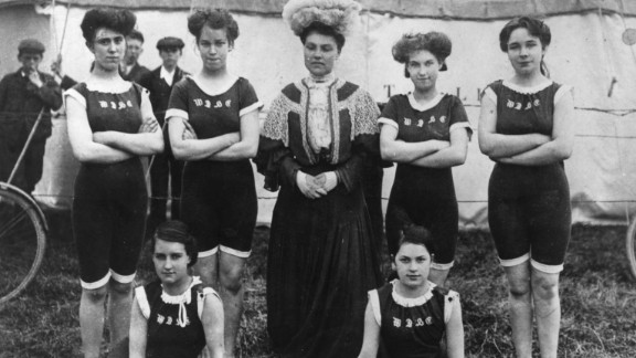 When the practice of swimming as a sport caught on thanks to the modern Olympic Games, bathing suits became streamlined, for greater mobility. These women competed in the RSC swimming gala in 1906.