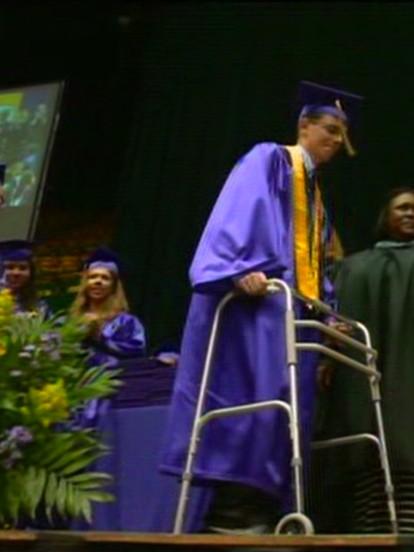 Paralyzed teen walks at graduation