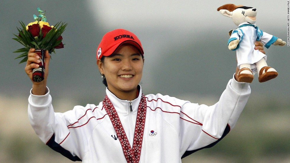 She was a top performer at amateur level, winning gold medals in the individual and team events at the 2006 Asian Games in Qatar.