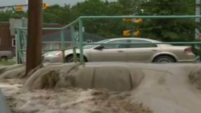 Raging rivers cause flooding in Canada