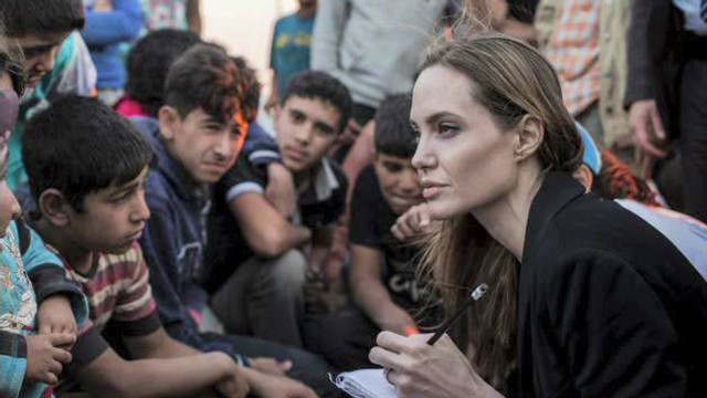 Angelina Jolie remembers Syria refugees