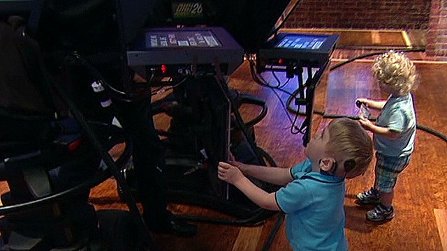 See cute kids take over 'New Day' set
