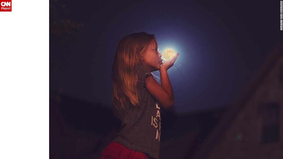 "Photographer <a href=""http://ireport.cnn.com/docs/DOC-994687"">Lidia Grigorean</a> had her eight-year-old daughter give the moon a goodnight kiss in McKinney, Texas."