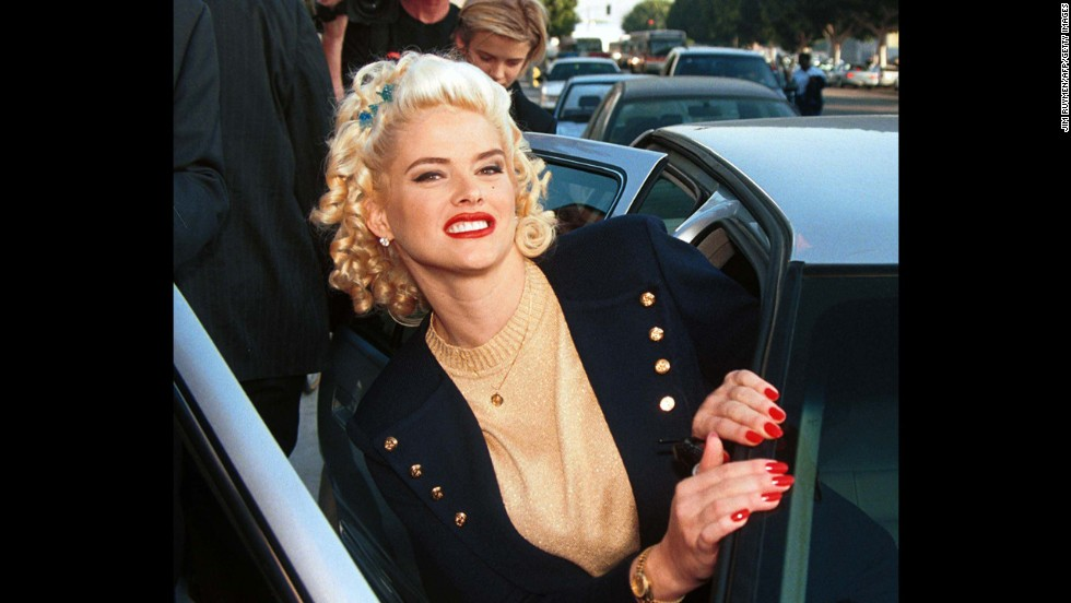 ff6945f6731036 Topless dancer-turned-model-turned reality TV star Anna Nicole Smith died at