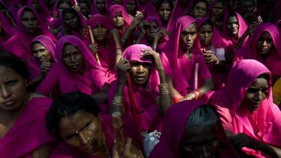 Members of the Gulabi Gang participate in a protest in New Delhi on September 17, 2009. The social justice and women