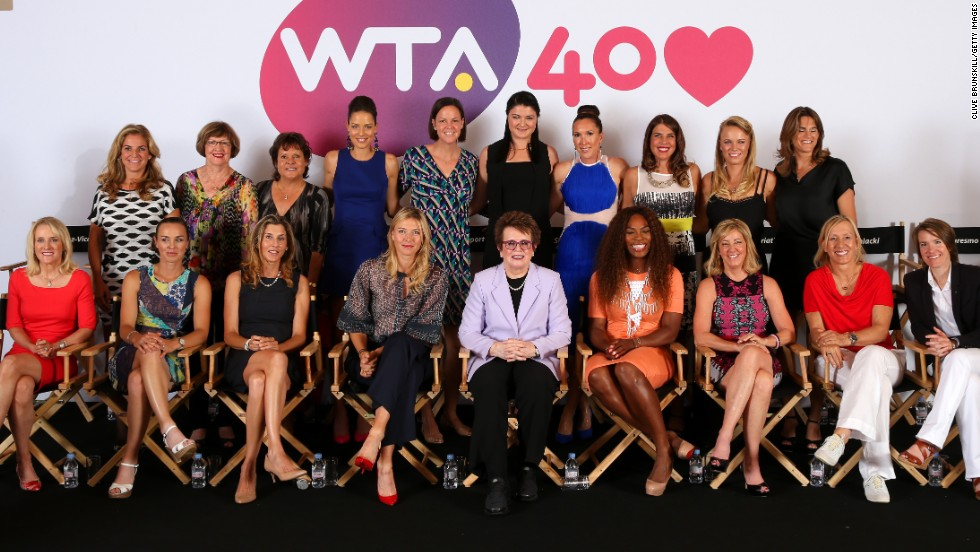 WTA founder King is flanked by Maria Sharapova and Serena Williams at a special gathering of former world No.1s to mark the 40th anniversary of the organization.