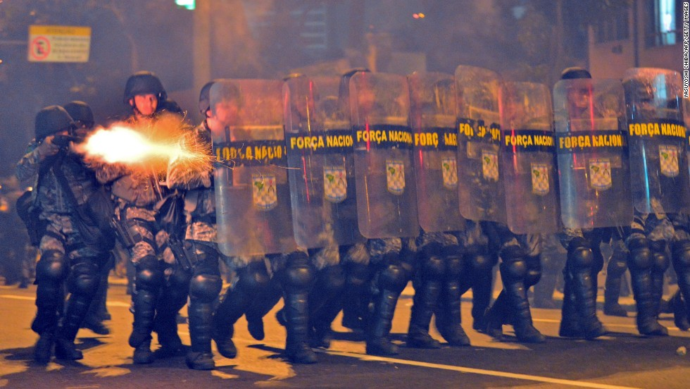 But the build up to the final was marred by clashes between protesters and police in the streets near the Maracana.