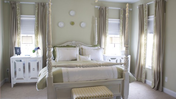 Decorative painter and interior designer Rina Noorwood, from Cornelius, North Carolina, chose pale, chalky shades to create a calm and relaxing bedroom. She juxtaposed the modern, mirrored bedside tables with the very traditional four-poster bed.