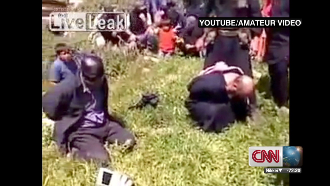 Horrific video shows beheading in Syria - CNN Video