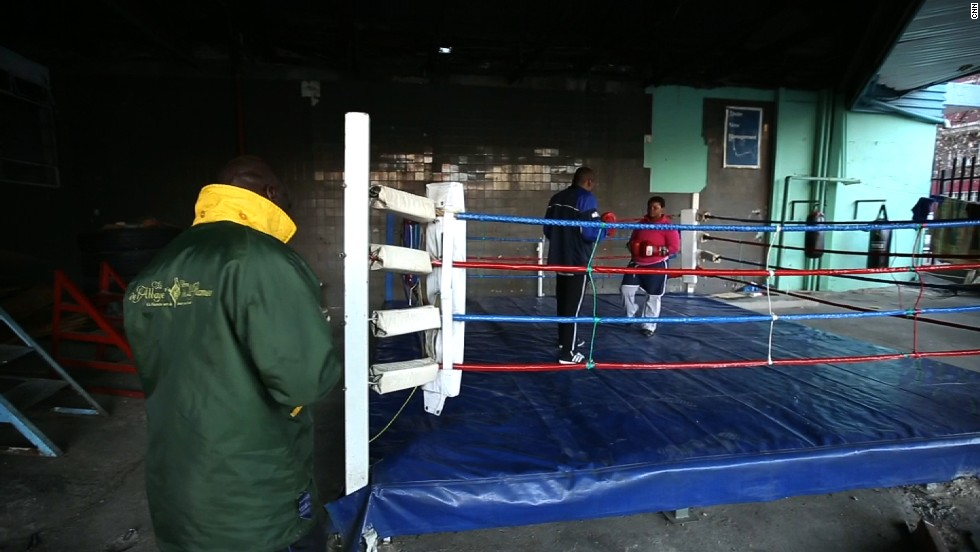 Fight club: Boxing gives teenagers hope in crime hotspot - CNN