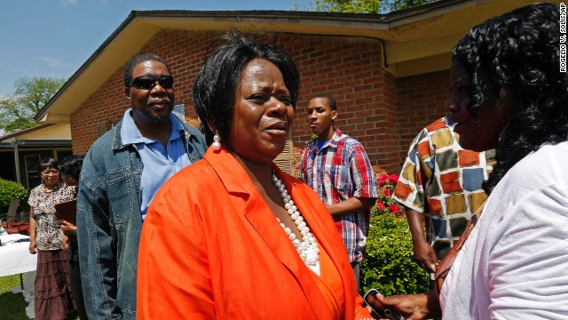 At a news conference outside her home, Patricia Unger called for a federal investigation into her son's death.