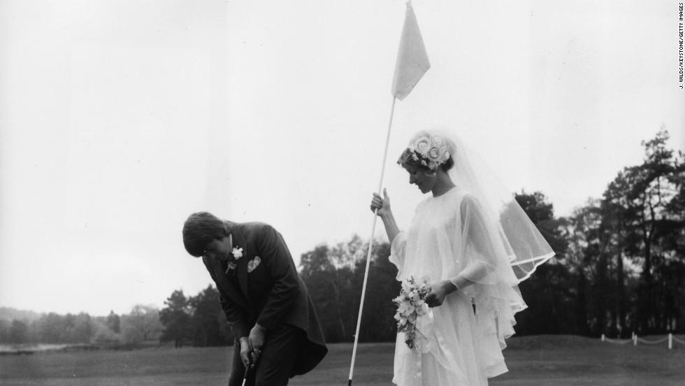 There is an argument that mixed golf clubs are more social. In 1974, these golf fans got married at Sunningdale in England with champagne at every hole!